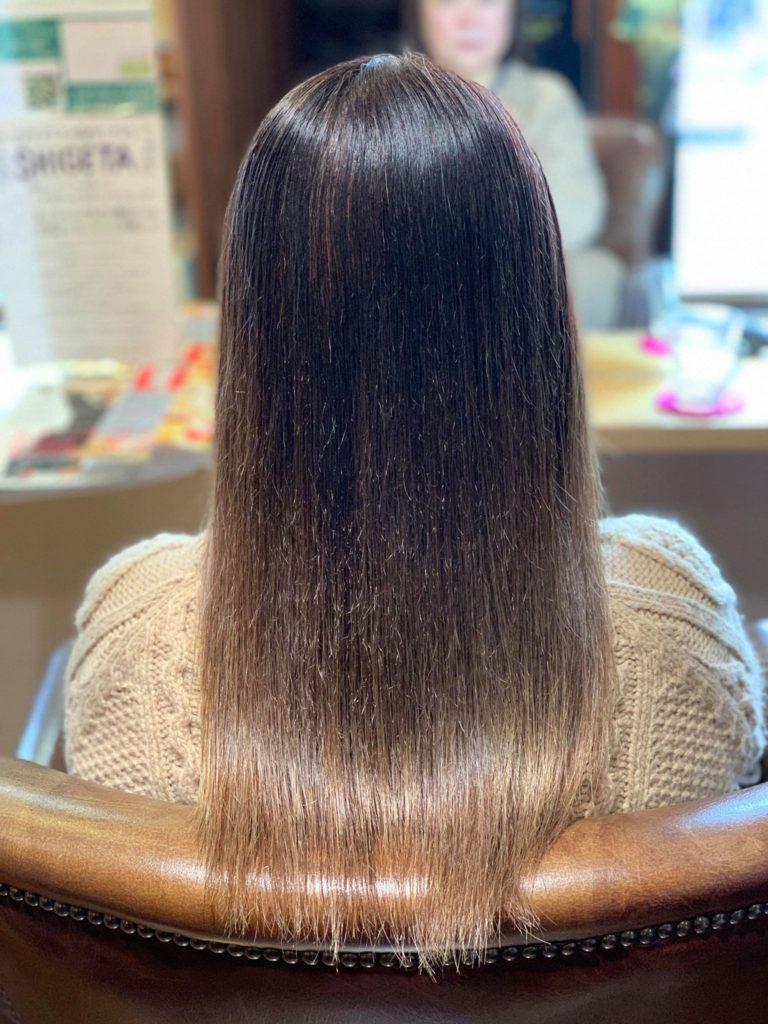 【津市・縮毛矯正・ストレート】かなりの強癖+白髪染め毛+軟毛のお客様への縮毛矯正施術例【三重県・美容院・美容室】