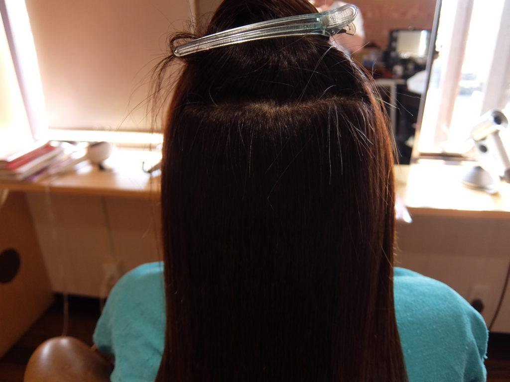 【津市・美容院】繰り返し白髪染めをしている髪の毛にダメージレスな縮毛矯正を施術